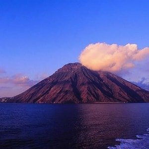 aeolian-islands-yacht-charter-stromboli-volcano