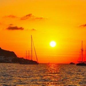 sailing-aeolian-yacht-charter