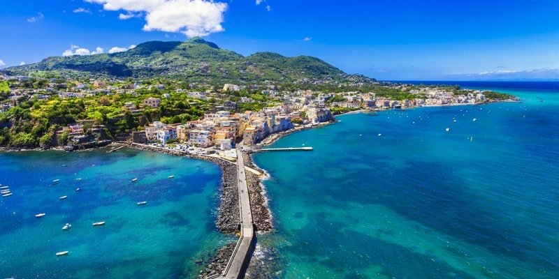 amalfi-coast-luxury-yacht-rental-ischia
