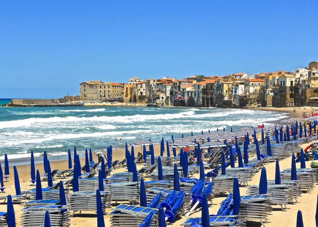 Rent a boat in Cefalù: Luxury sailing and motor yachts