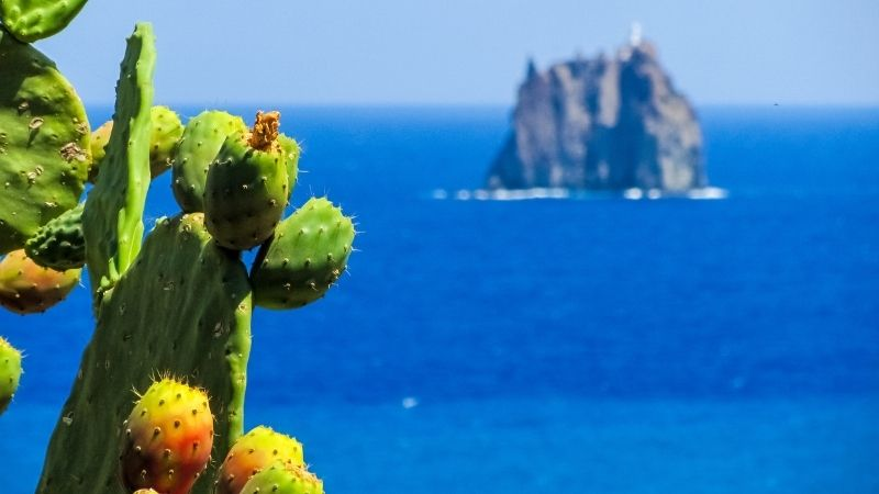 rent-yacht-aeolian-islands
